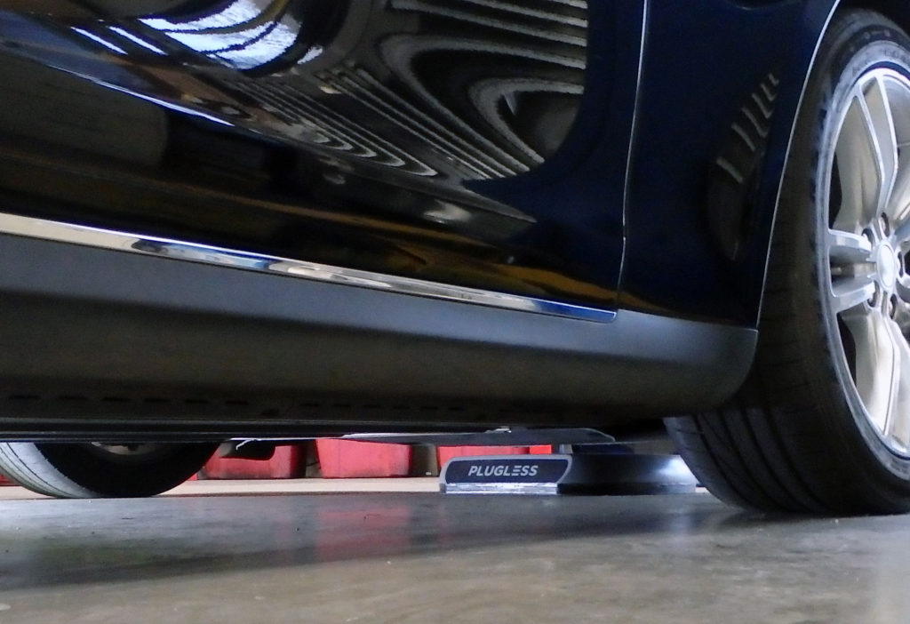 Tesla Model S charges itself with Plugless.